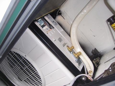 キャンピングカーへのエアコン取り付け